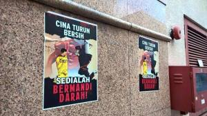 "Those posters hang in several towns in Malaysia. Translated: ""Chinese join Bersih, get ready for bloodshed."" I guess it should remind on the race riots in the 1960s."